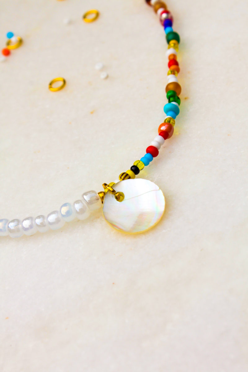 kleuren beads pearls parelmoer goud ketting